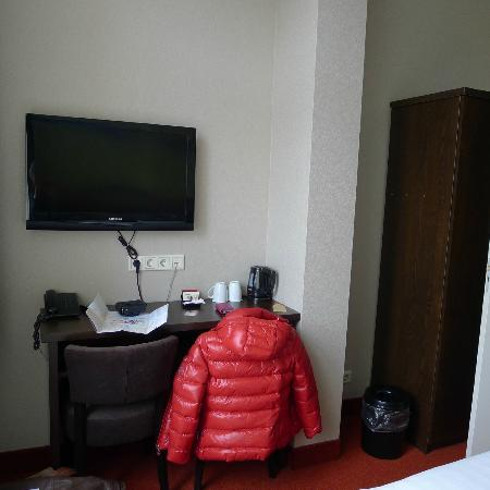 Hotel Van Gogh: Vue du lit
