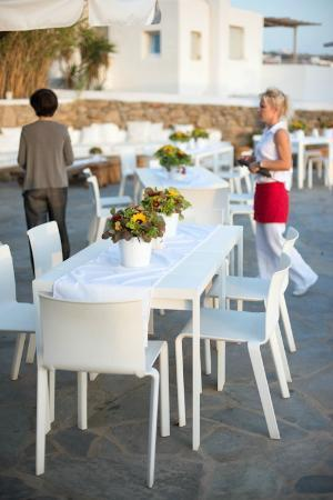Ostraco Suites: Staff preparing for wedding reception