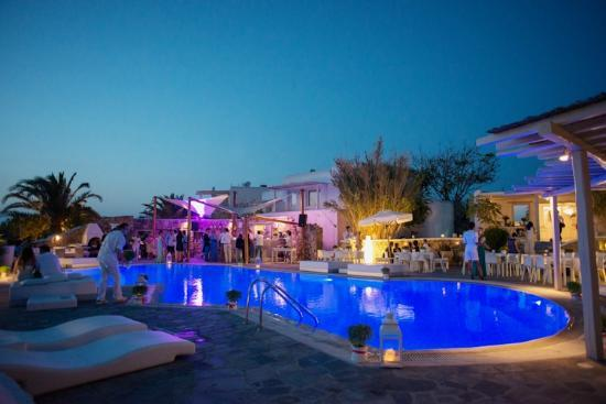 Ostraco Suites: Pool area at night for wedding reception