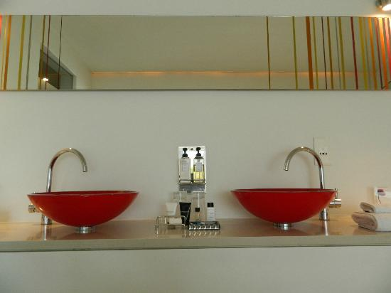 Boutique Manolo: His n' Hers basins