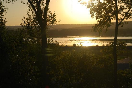 Goldmoor Inn : view before dining on the bluff overlooking Mississippi