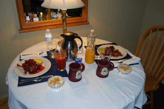 Goldmoor Inn: The Gourmet Breakfast in room- Creme Brulee French Toast
