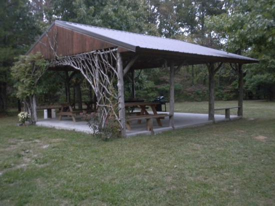 Rim Rock's Dogwood Cabins: Cabin BBQ area