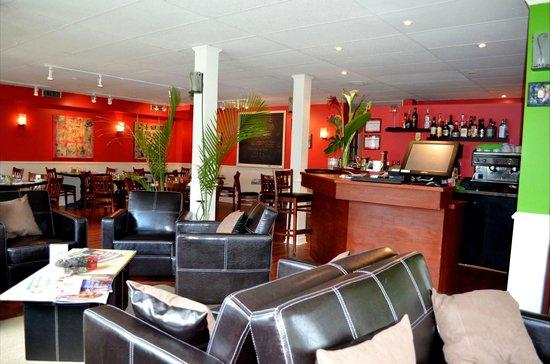 Bistro Lounge GARCONS!