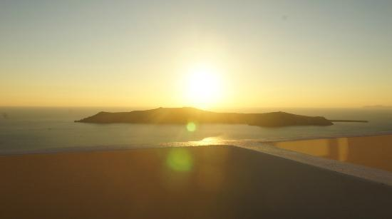 Irida Santorini: Unbeatable view on the sunset form the balcony