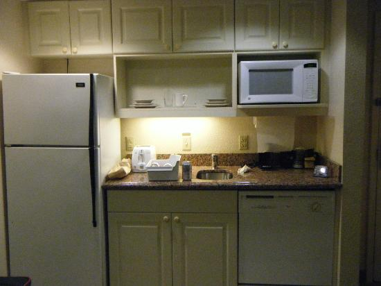 Holiday Inn & Suites Across from Universal Orlando: Kitchenette