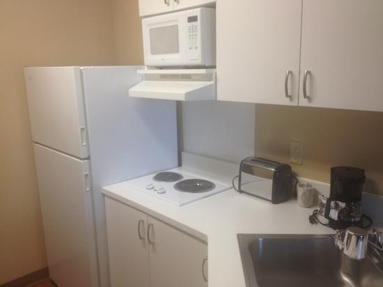 Extended Stay America - San Ramon - Bishop Ranch - East: nice little kitchenette to hear up slow-carb breakfast tomorrow morning!