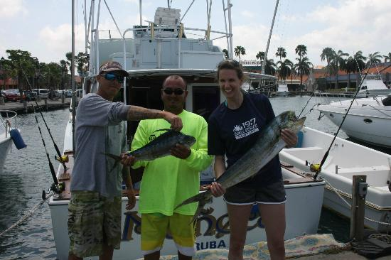 Becky with the la muneca crew picture of glenely sport Fishing in aruba