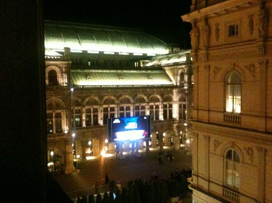 Hotel Bristol Vienna: View from Balcony Window overlooking Vienna State Opera House