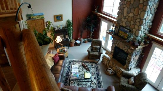 Mountain Goat Lodge: Living room