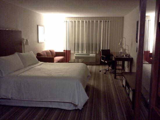 Four Points by Sheraton Ontario-Rancho Cucamonga: Bedroom View #1