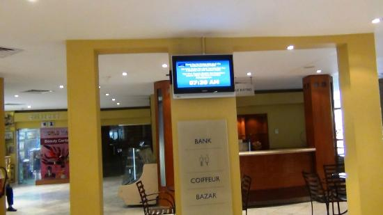 Novotel Cairo Airport: reception