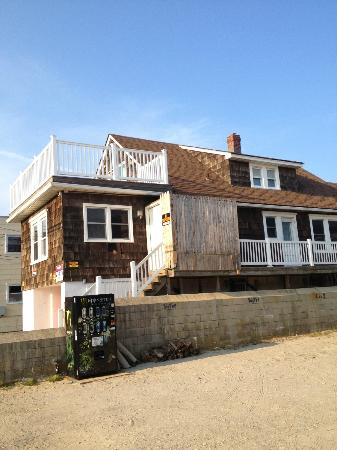 Sand & Surf Motel: Jersey Shore house on side of hotel