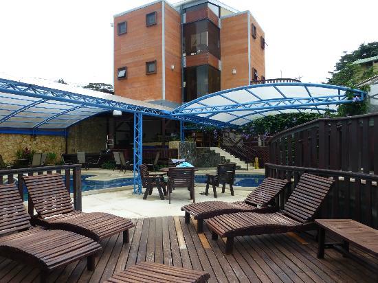 Hotel & Spa Poco a Poco: Recepción y piscina