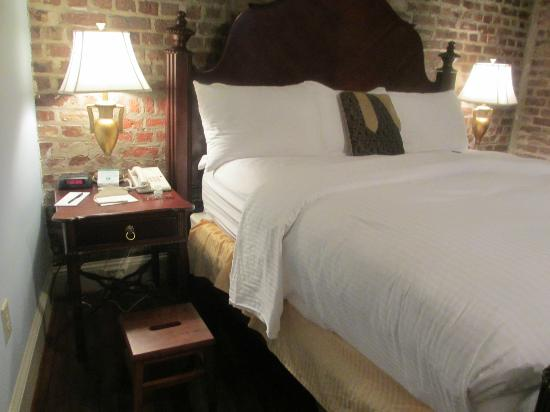 The Vendue Charleston's Art Hotel: Comfy bed!
