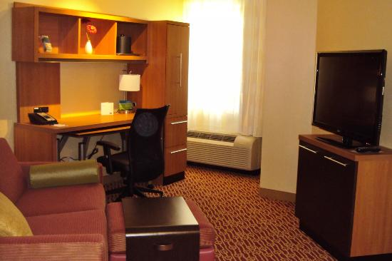 TownePlace Suites by Marriott Mississauga-Airport Corporate Centre: Living Room