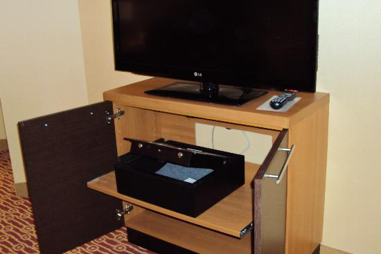 TownePlace Suites Mississauga-Airport Corporate Centre: In room safe