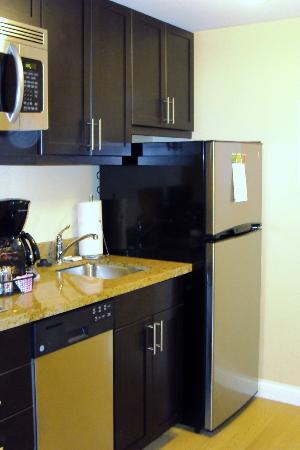 TownePlace Suites by Marriott Mississauga-Airport Corporate Centre: Kitchen
