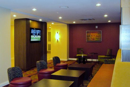 TownePlace Suites by Marriott Mississauga-Airport Corporate Centre : Lobby/Breakfast Area