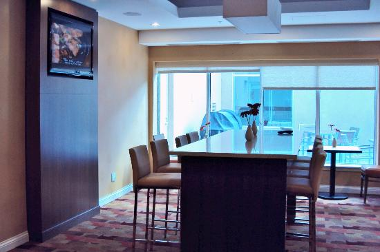 TownePlace Suites by Marriott Mississauga-Airport Corporate Centre: Breakfast Area