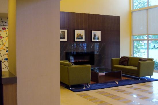 TownePlace Suites by Marriott Mississauga-Airport Corporate Centre : Lobby