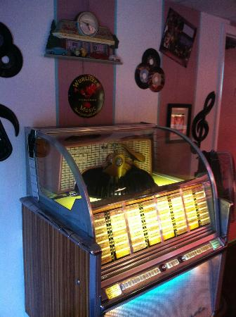 Mendon Twin Drive-In: Jukebox