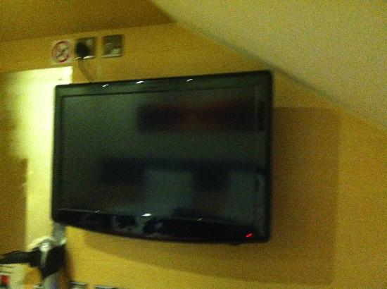 Cambridge Hotel: Room TV