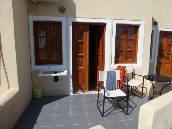 Ersi Villas: Terrasse davant la chambre