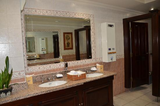 Brooks Hotel: Ladies' room