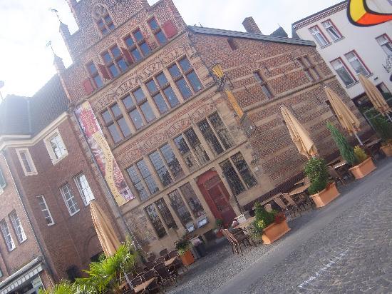 Nibelungen Hof: Best resturant in town
