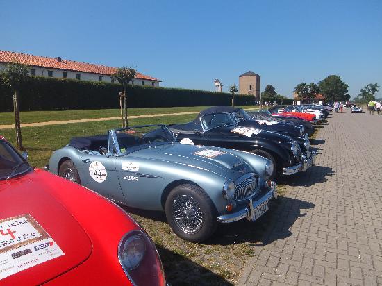 Nibelungen Hof: Classic car show at the Fort