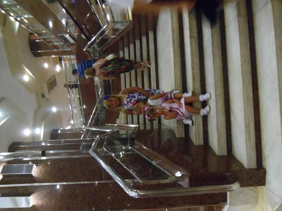 Hotel Marina Resort Benidorm: stairs to dining room