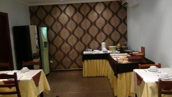 Dinya Lisbon Hotel : Breakfast room