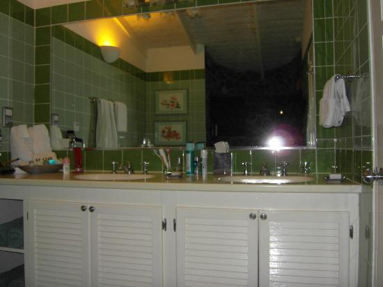 East Winds: Bathroom