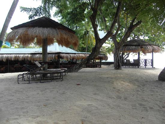 East Winds: View of the restaurant from the beach