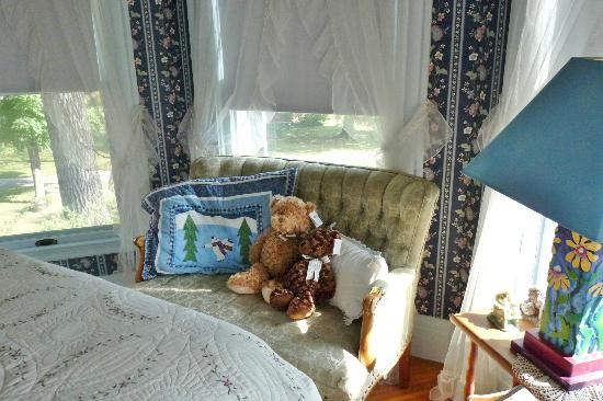 Hugging Bear Inn & Shoppe: Tower Room