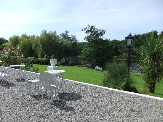 Innishannon House Hotel : Lovely Garden by the River