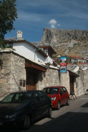 Bosnian National Monument Muslibegovic House: Outside on-street parking allocation