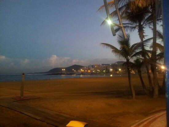 Playa de Las Canteras: amanecer en playa las canteras