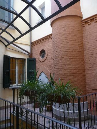 Hotel Albergo Atlantic: Inner courtyard