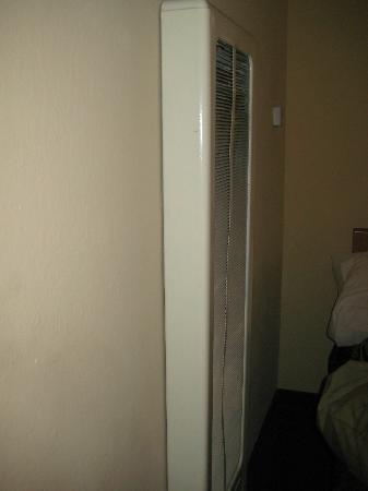 بيج باينز ماونتن هاوس: wall heater