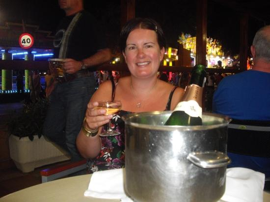 Hotel Sorrabona: champagne at sorrabona