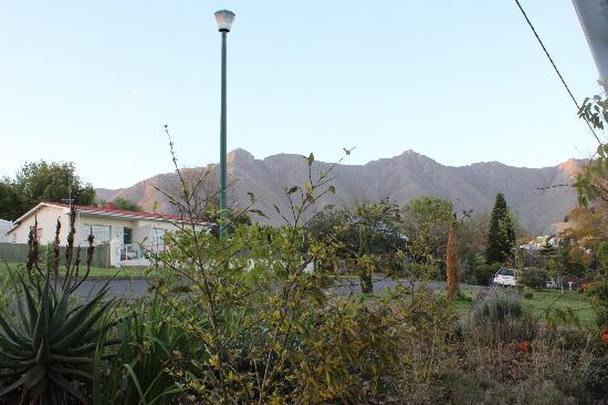 إمبانجيلي: View from the back of the garden cottage 