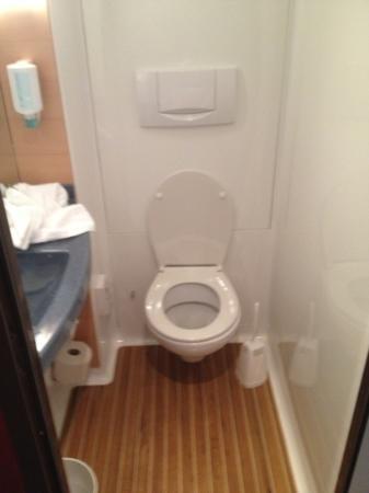 Novotel Suites Wien City Donau: Toilette