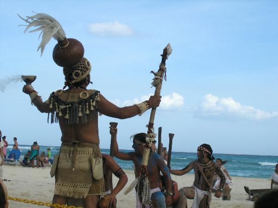 Sandos Caracol Eco Resort: Xcalacoco show on the beach