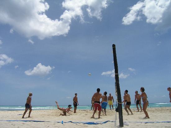 Sandos Caracol Eco Resort: Beach volleyball