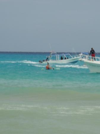 Iberostar Quetzal Playacar: Camino a hacer parasailing