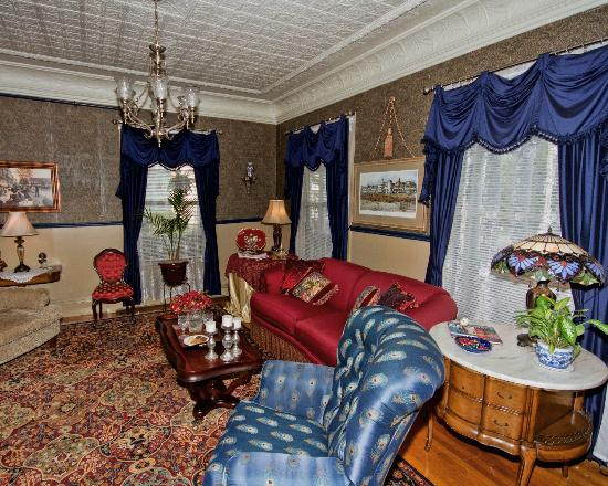 Penley House Bed & Breakfast: Penley House Parlor