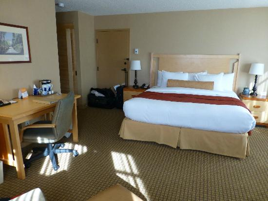 Hilton Whistler Resort & Spa: King bed