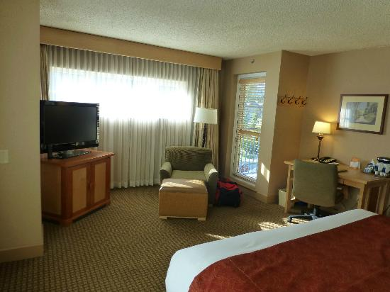 Hilton Whistler Resort & Spa: One arm chair and one desk chair, fridge under the TV